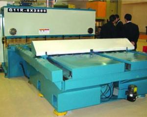昆明剪板机数控改造,安装数控剪板机前置送料机