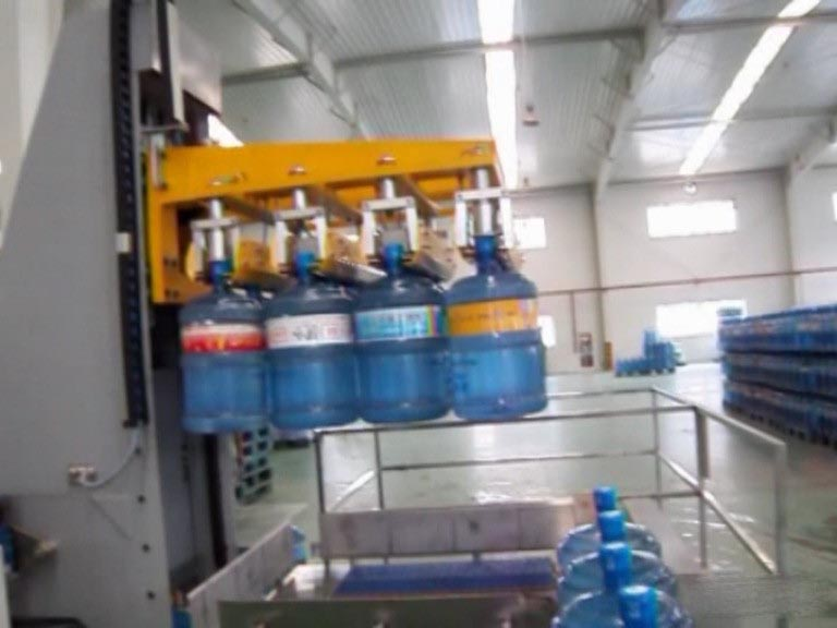 昆明桶装水生产线码垛机